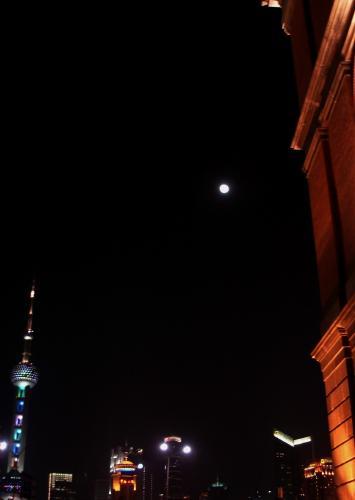 上海の月20100210