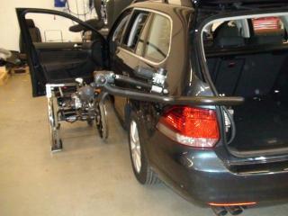 車いす収納装置 外車 ③