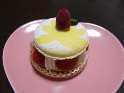 パッションフルーツのマカロンケーキ