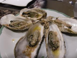 前菜の牡蠣のバター焼き