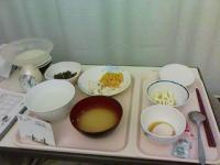 3/9 病院食 夕食 魚のムニエル、スパゲッティ、青菜煮物、茹でキャベツ、温泉玉子、かき玉味噌汁、3分粥