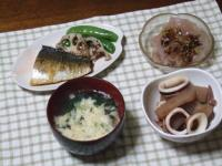 3/8 夕食 鯖のソテー、刺身こんにゃく、イカとこんにゃくの煮物、玉子スープ