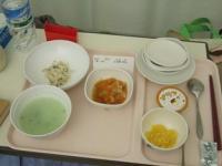 3/10 病院食 夕食 焼き魚、野菜煮物、茹でキャベツ甘酢、プリン、温泉玉子、青菜入り3分粥