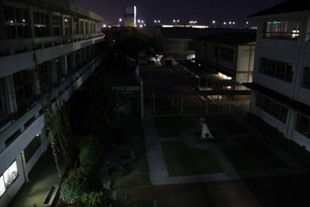 夜の小学校