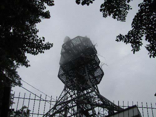 b 中継鉄塔