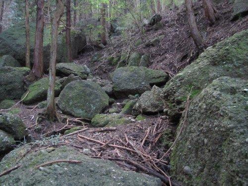 f 下り道岩
