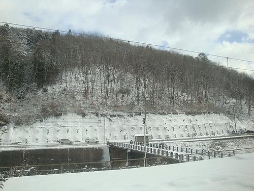 伯備線の途中の駅は真っ白!