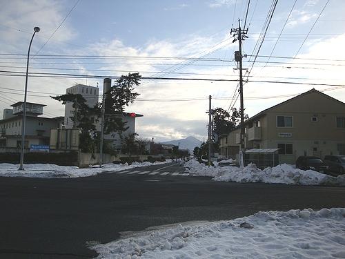 近くの労災病院のバス停までチョイ歩き