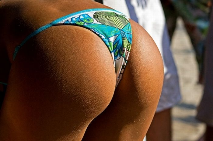 1204brazilian_beach_butts_10.jpg