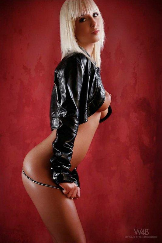 20101125amazing_hot_blondie_pick_4.jpg