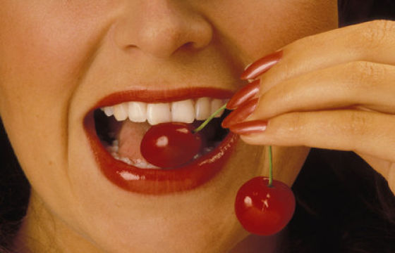 chicks_popping_cherries_640_24.jpg