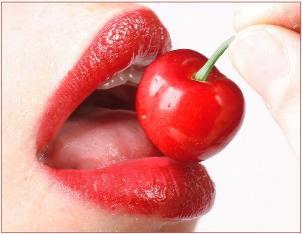 chicks_popping_cherries_WiYQP_640_39.jpg