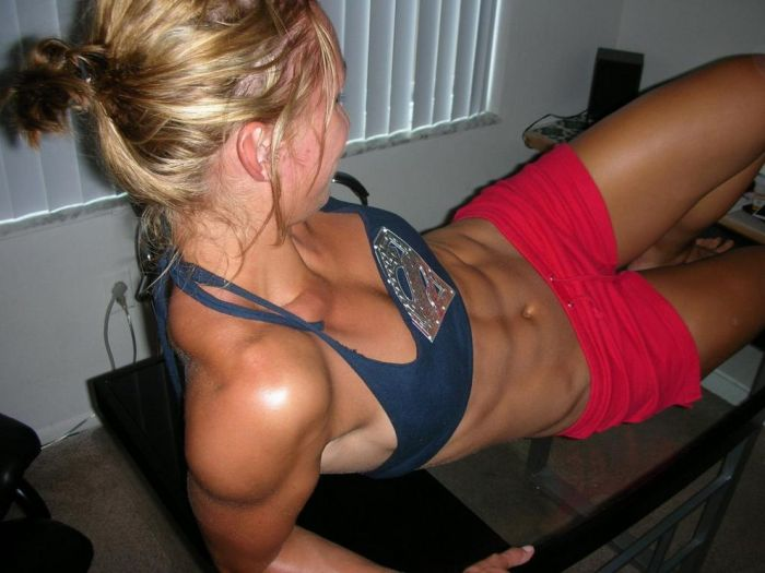 girls_with_six_pack_12.jpg