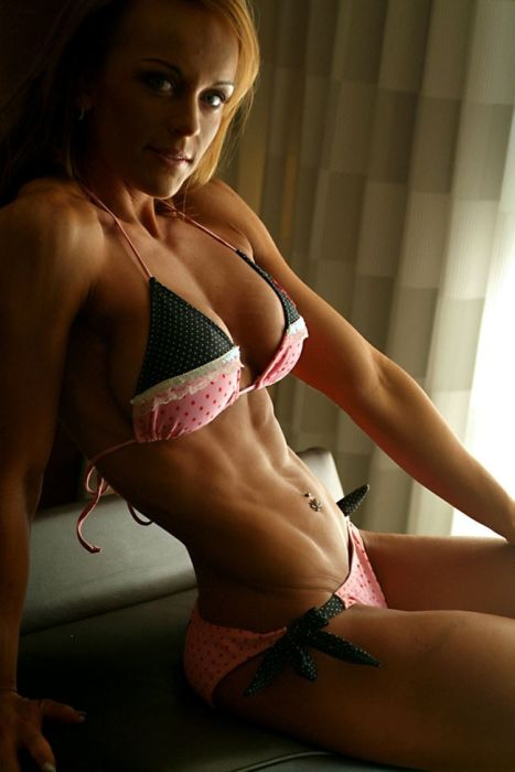 girls_with_six_pack_38.jpg