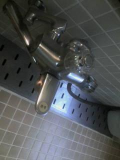 寮のシャワー1