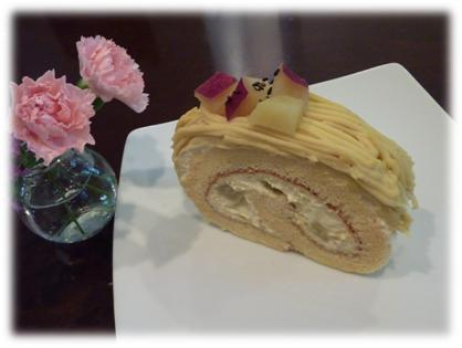 サツマイモロールケーキ