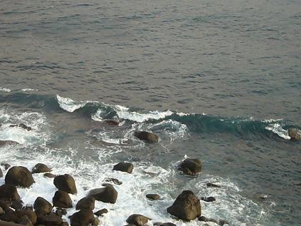 10・19雨で荒れる海