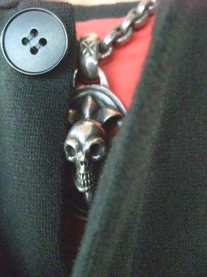 skull on oval cross 001