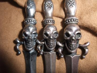dagger with skull 020