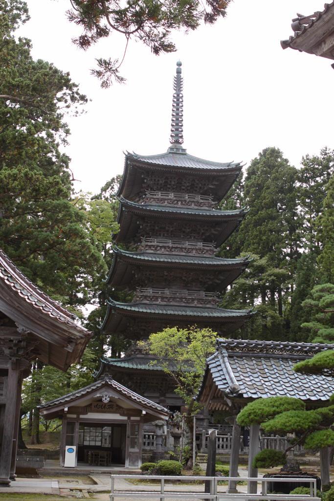 善宝寺には五重塔がある