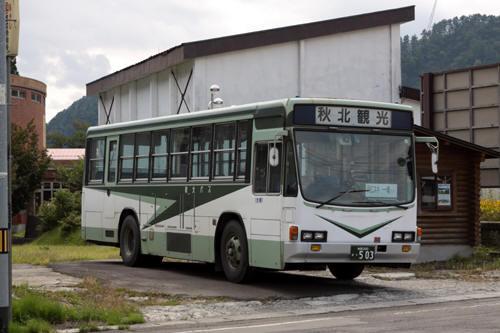 阿仁合駅前の秋北バス