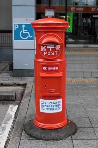 角館郵便局前の丸ポスト
