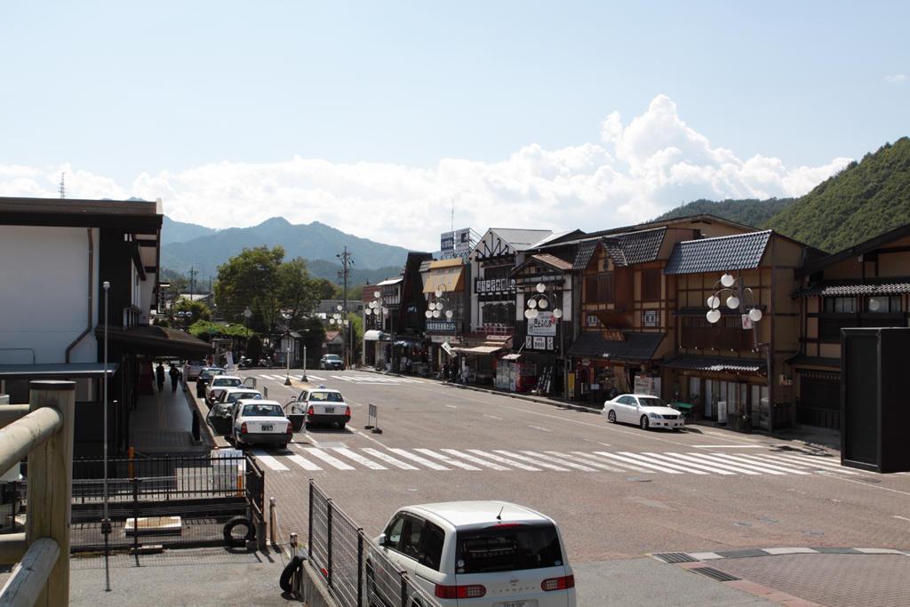 木曽福島駅の駅前の様子