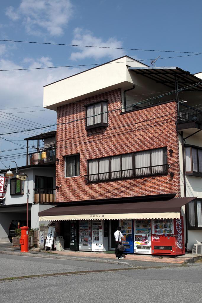 元善光寺駅前のかわもと屋の前の丸ポスト