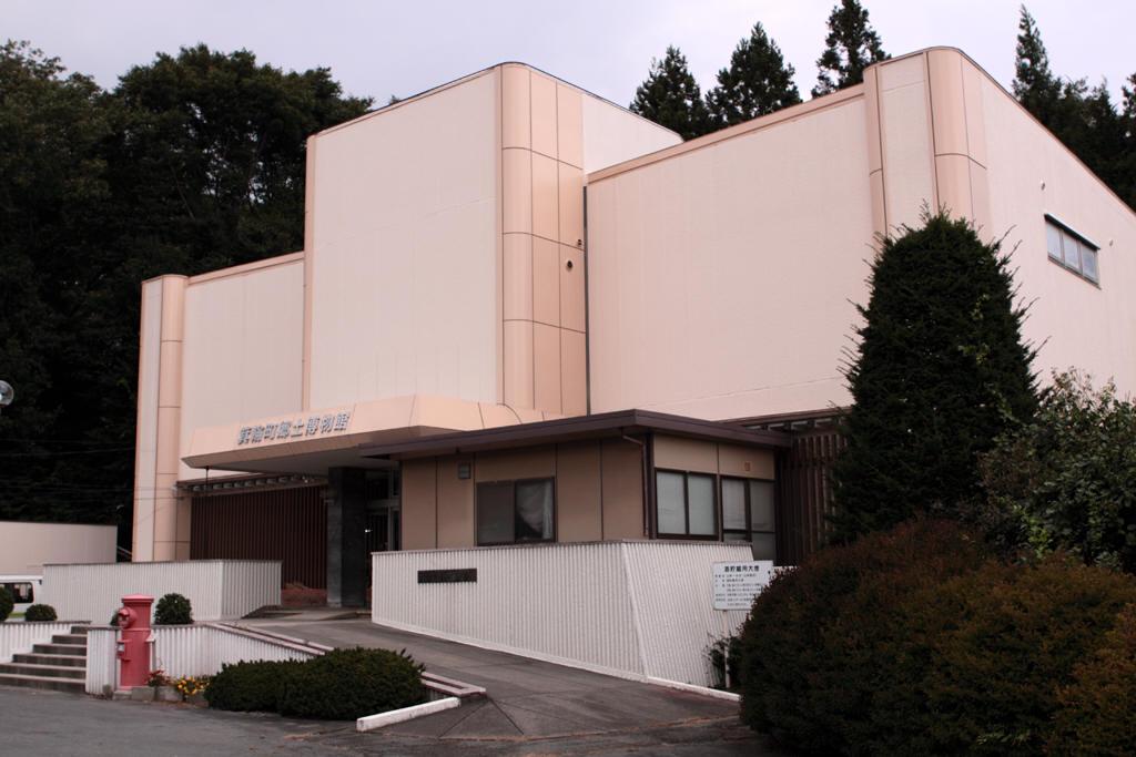 箕輪町郷土博物館と丸ポスト