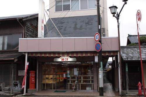 五泉市本町のパンの栄軒前の丸ポスト