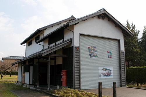 村松城址公園の丸ポストと山車小屋