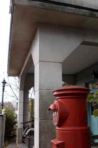 旧村松駅入口横の丸ポスト