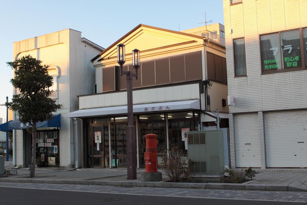 銚子市中央町のあかぶん商店前の丸ポスト
