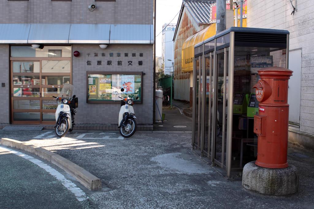 佐原駅前交番と丸ポスト