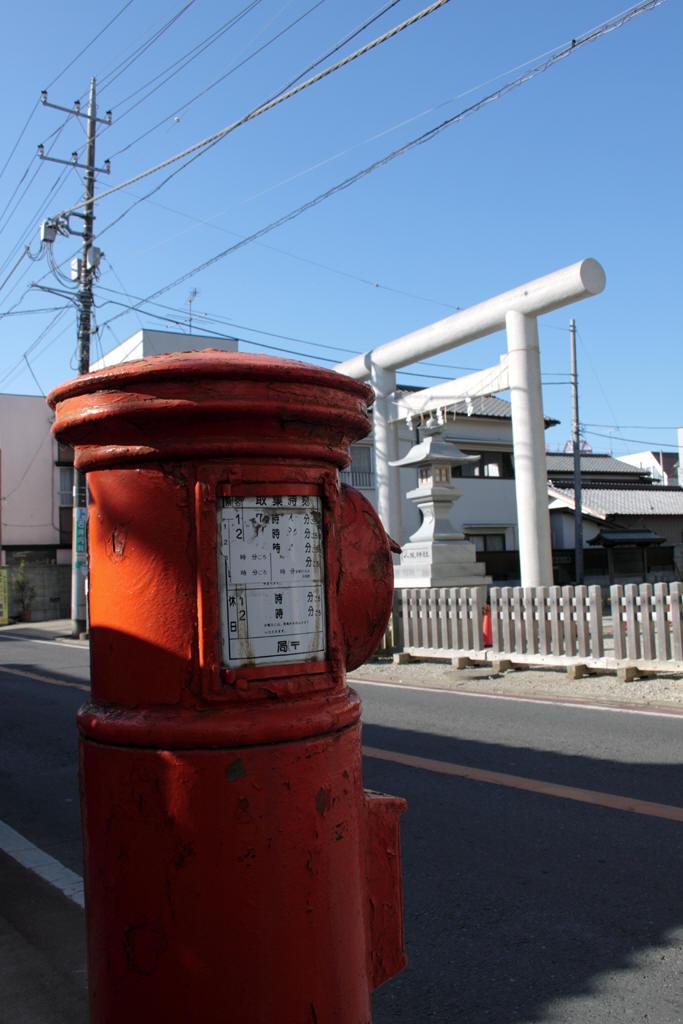 ポストの前は八坂神社