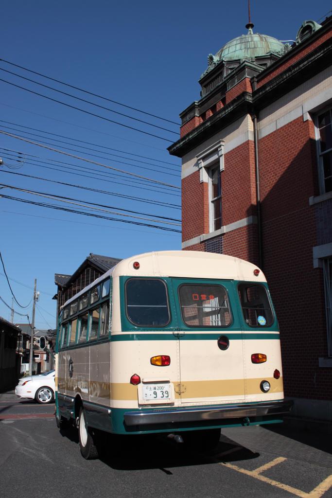 佐原三菱館横のボンネットバス
