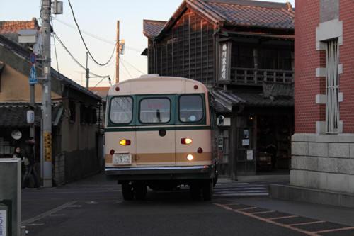 三菱館にも撮ってきたボンネットバス