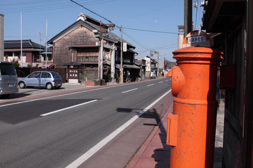 丸ポストと夷隅神社の鳥居