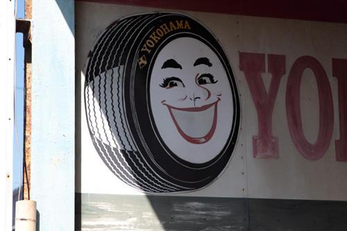 中村タイヤ商会に残るスマイレッジ
