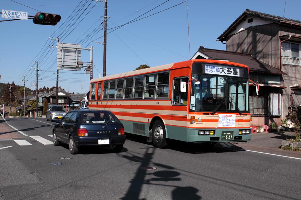 大多喜の町中にやって来た小湊バス