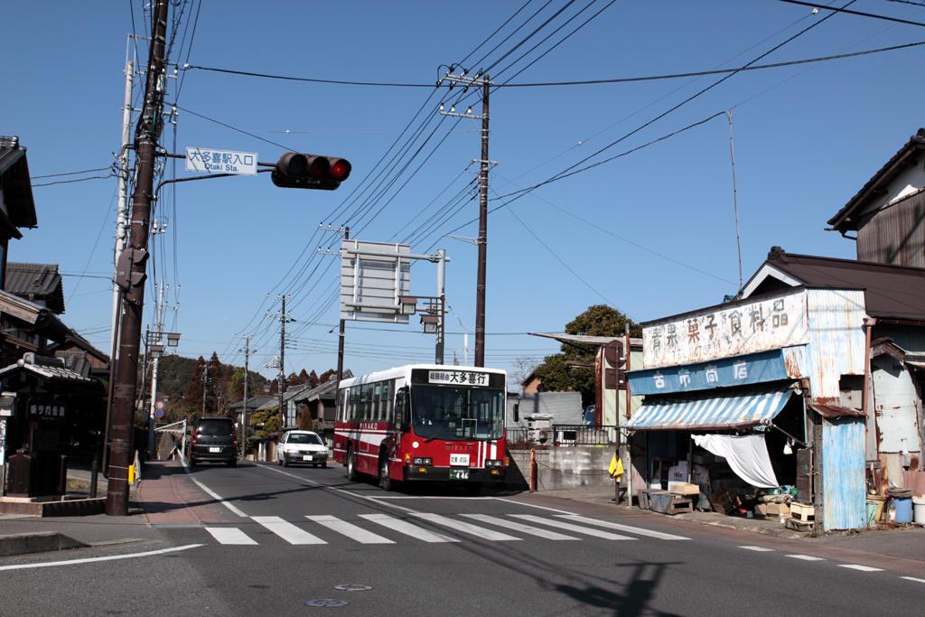 大多喜入口交差点の都バス