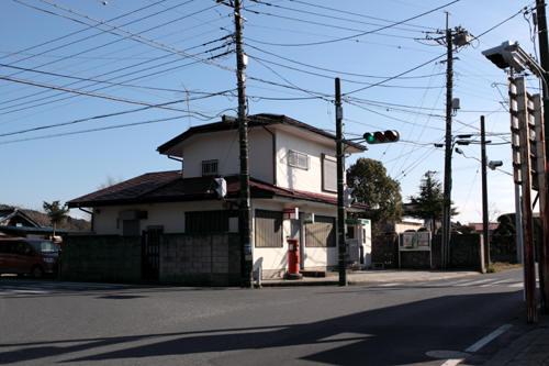 山田郵便局前の丸ポスト