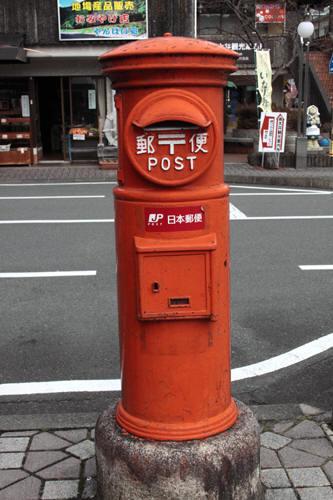 千頭駅前の丸ポスト