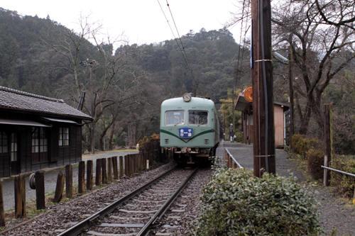 青部駅に停車中の14列車