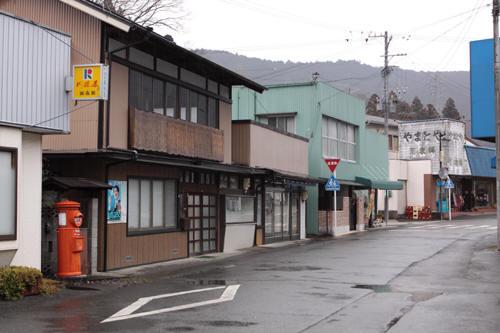静岡県榛原郡川根本町徳山の丸ポストのある風景