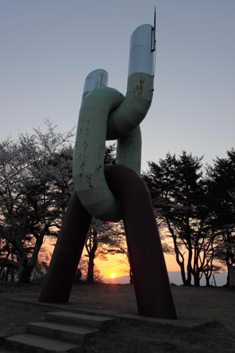 歴史の塔と太陽