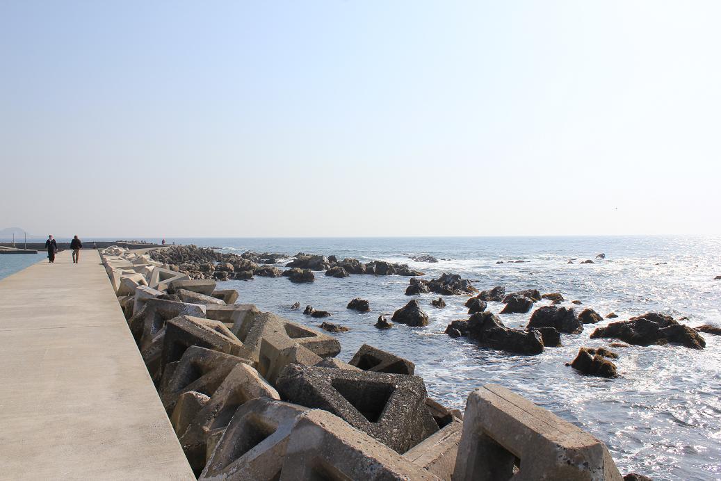 和田港赤灯堤防