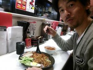 中本 肉肉麺 食べる 山縣有斗