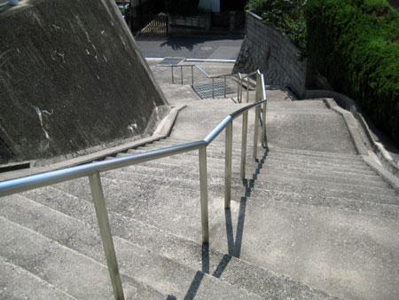 懐かしい階段 遊びながら歩いた
