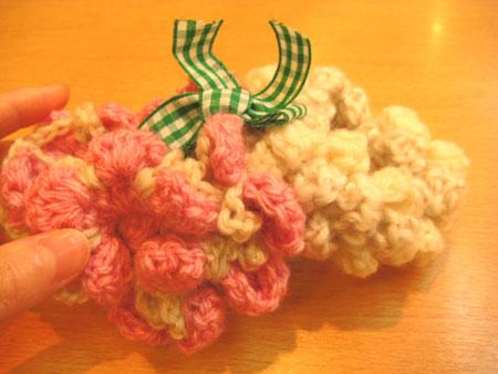 毛糸で編んだシュシュ!